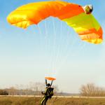 Parachutist aan het landen