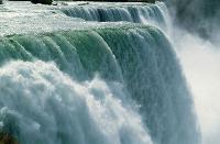 Waterval als symbool van verborgen kracht